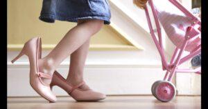 Cómo caminar con tacones: 12 consejos y trucos de expertos