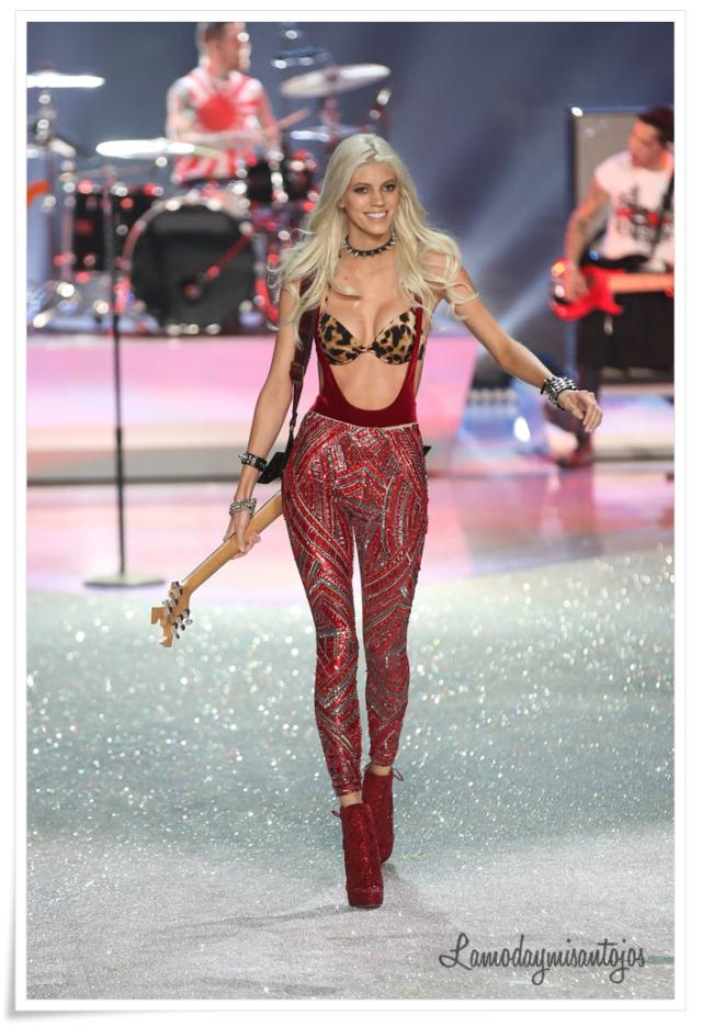 victorias-secret-fashion-show-2013-30