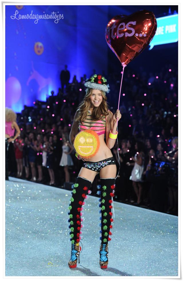 victorias-secret-fashion-show-2013-36