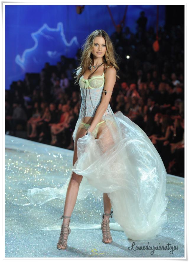 victorias-secret-fashion-show-2013-38